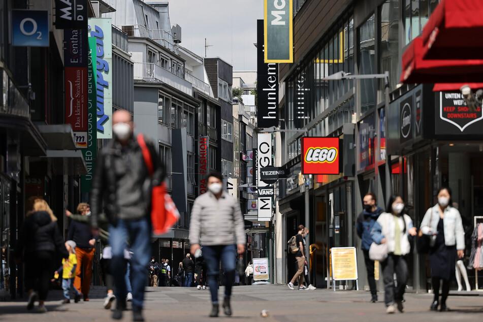 Coronavirus in NRW: Sieben-Tage-Inzidenz steigt, Düsseldorf kurz vor Inzidenzstufe Zwei