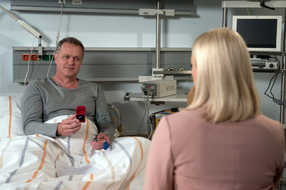 Kurz vor seinem Serientod machte Torben (links) im Klinikbett Amelie noch einen Antrag.