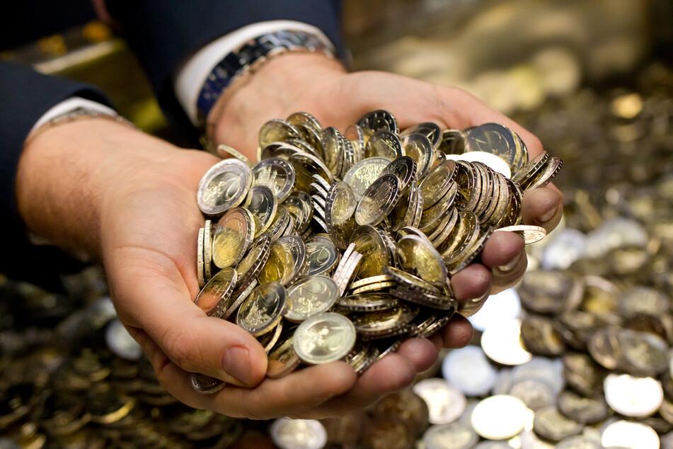 In NRW ist Zahl der Einkommensmillionäre gestiegen. Laut statistischem Landesamt lebten im Jahr 2017 insgesamt 5637 Einkommensmillionäre im Land.