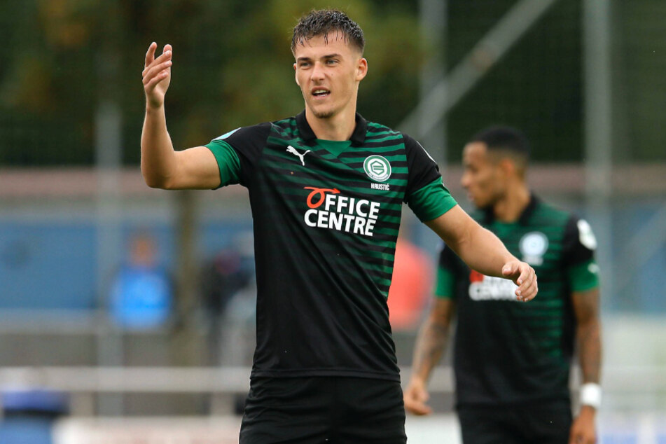 Ajdin Hrustic (24) hofft auf eine lange und erfolgreiche Zeit bei Eintracht Frankfurt. (Archivbild)