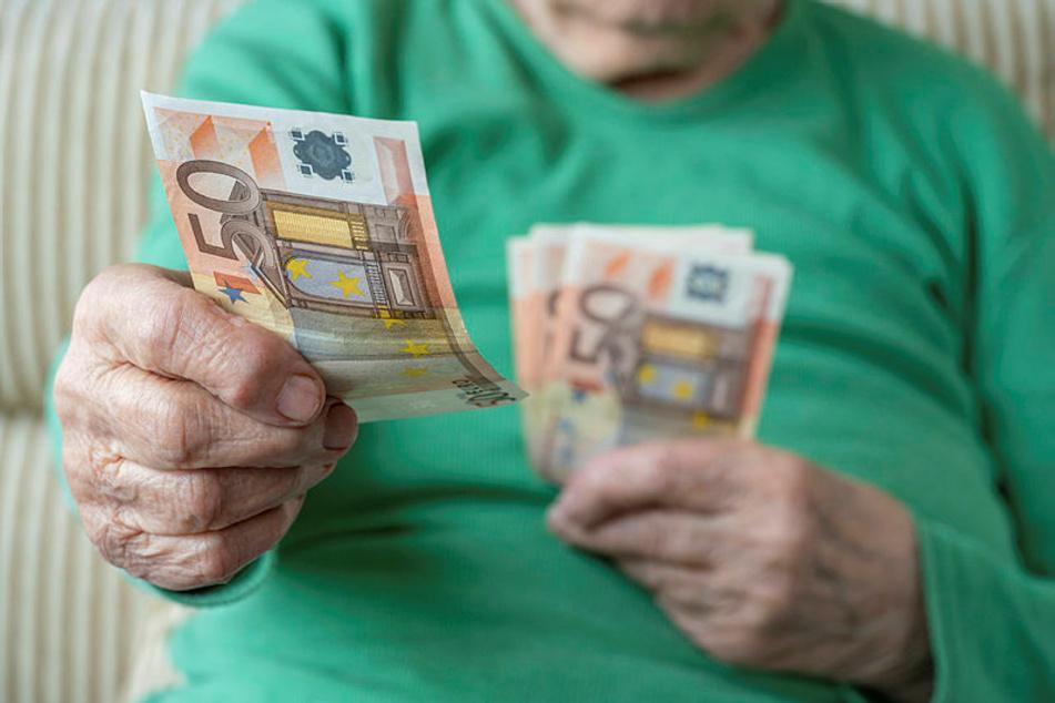 Mit dem Enkeltrick wurden sächsische Rentner 2020 um 713.540 Euro betrogen. Der Schaden sämtlicher Trickbetrügereien lag bei 2,3 Millionen Euro.