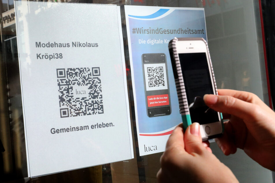 Mit der Luca-App können Kontakte per Smartphone nachverfolgt werden.