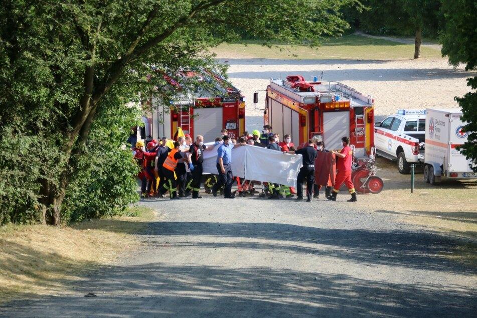 Mann stirbt bei Badeunfall in Baggersee: Rettungskräfte bergen ihn aus fünf Metern Tiefe