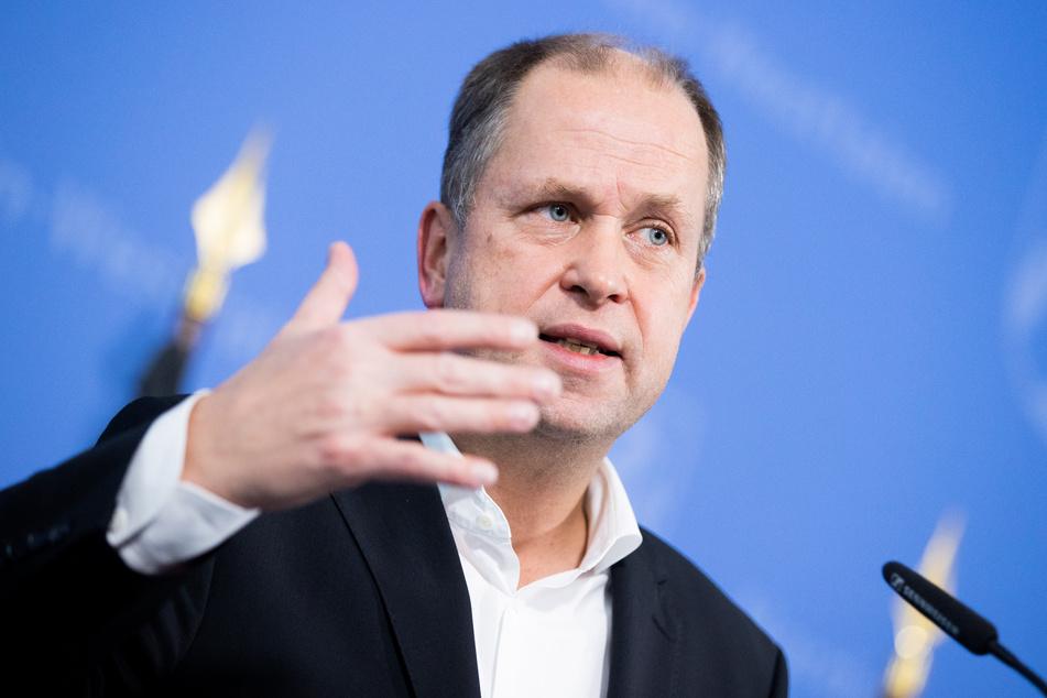 Joachim Stamp (50, FDP) betonte außerdem, dass die Politik betroffenen Familien entgegenkommen werde, sodass diese keine vollen Kita-Beiträge zahlen müssen.