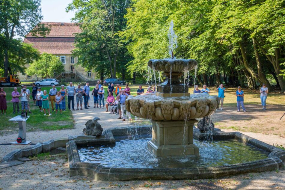 Wunderschön: Der sanierte Gönnsdorfer Brunnen wurde gestern eingeweiht.
