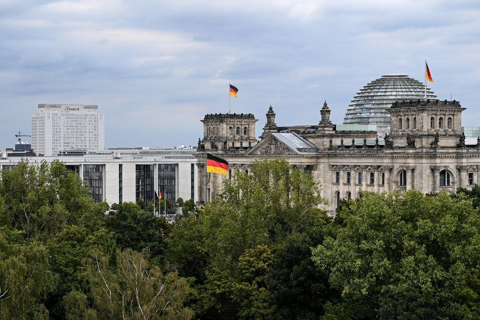 Verdächtiges Paket in Poststelle des Bundestags: Polizei gibt Entwarnung