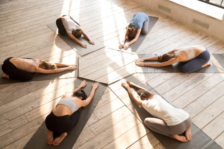Grundvoraussetzungen einer erfolgreichen Schmerztherapie sind körperliche und geistige Eigenaktivitäten wie Yoga und Qigong. (Symbolbild)