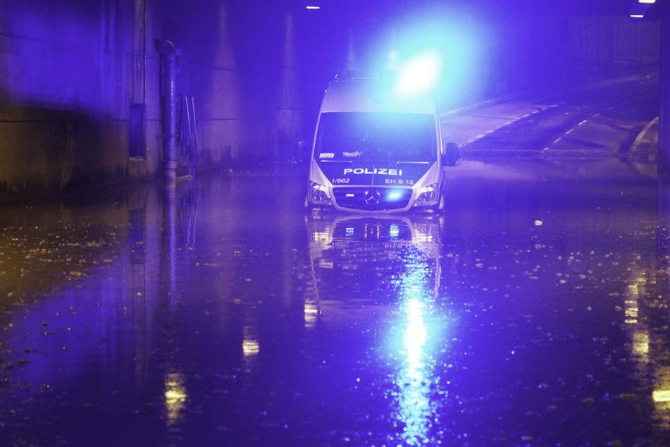 Montagabend: Die Polizei hatte mit den Folgen des Unwetters schwer zu kämpfen.