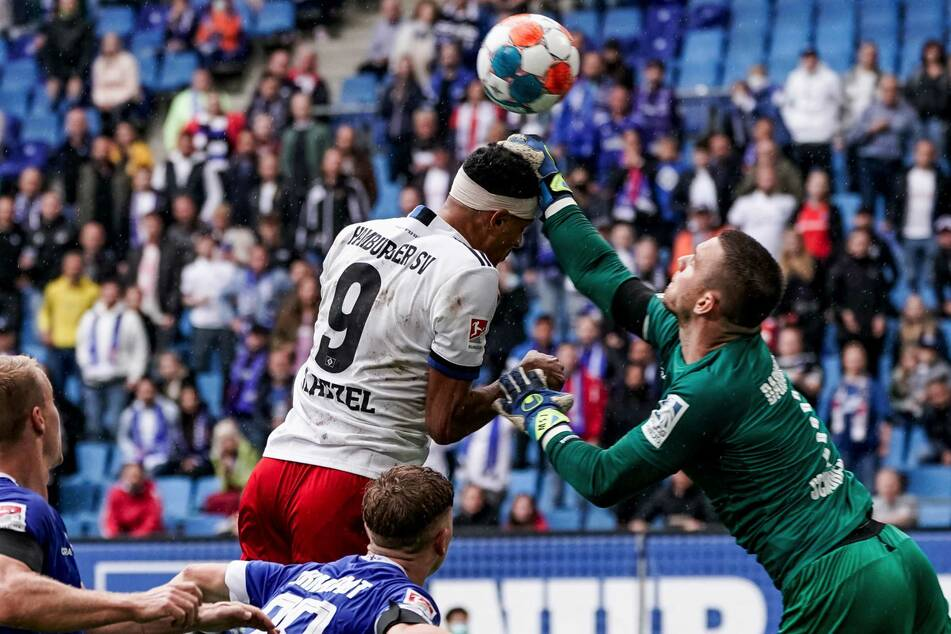 Im vergangenen Spiel gegen den SV Darmstadt 98 musste der Angreifer lange Zeit nach einer Kopfverletzung mit einem Turban spielen.