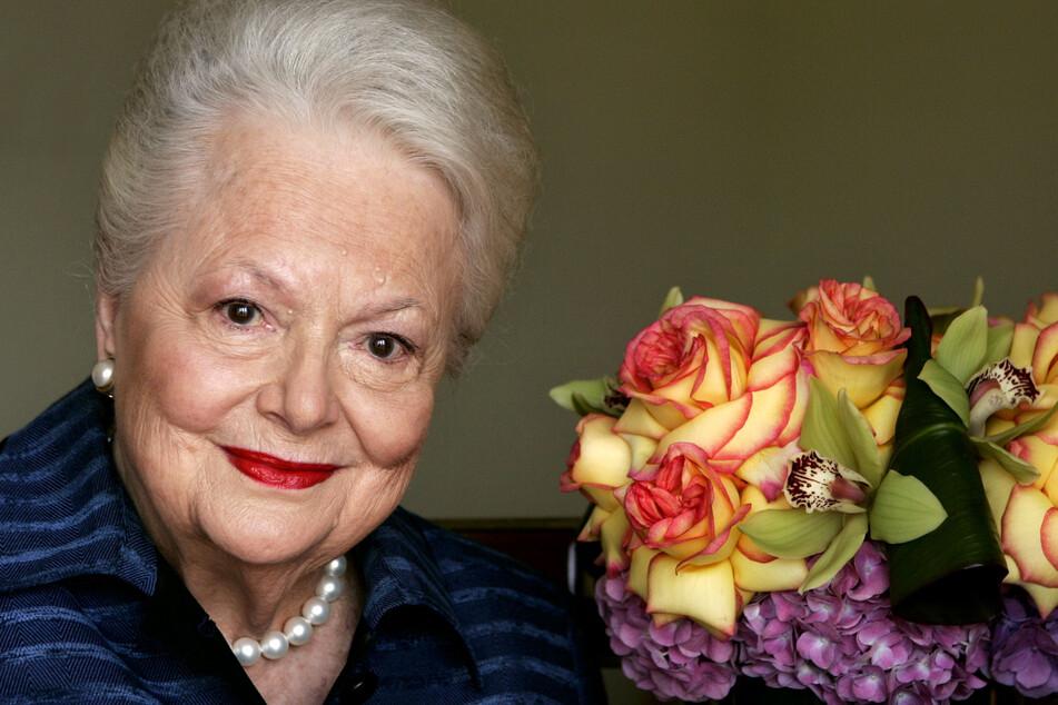 """Die Schauspielerin, die die dem Untergang geweihte Südstaatenschönheit Melanie in """"Vom Winde verweht"""" spielte, bei einem Fototermin im Jahr 2004. Da war sie bereits 88 Jahre alt."""