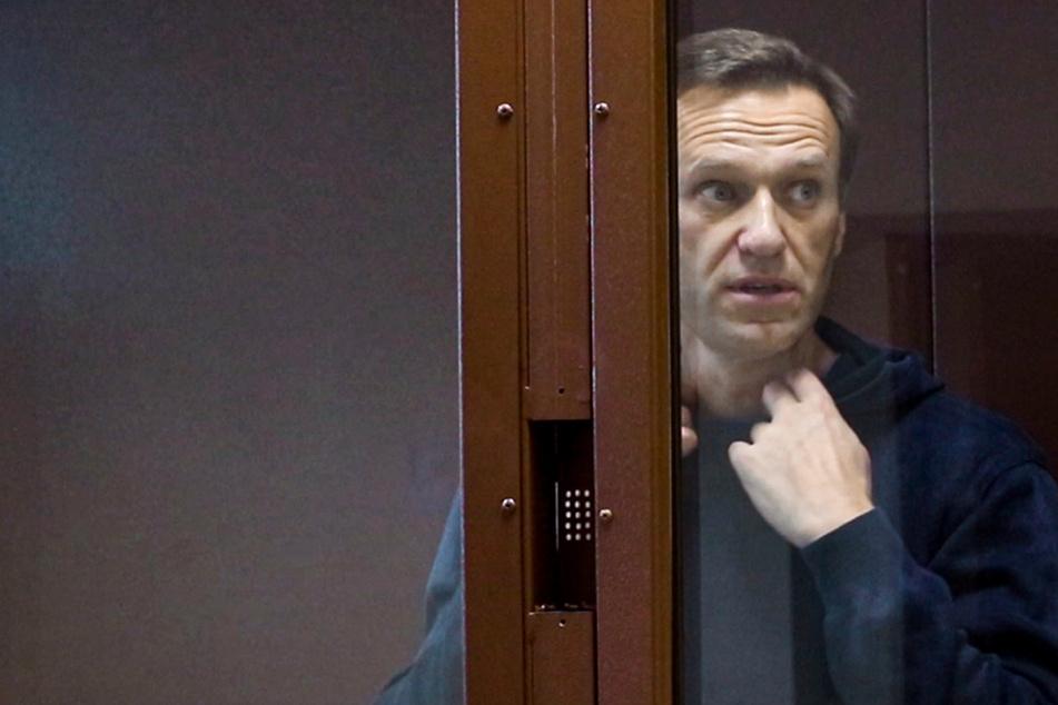 Nach tagelanger Unklarheit: Nawalny meldet sich mit Lebenszeichen