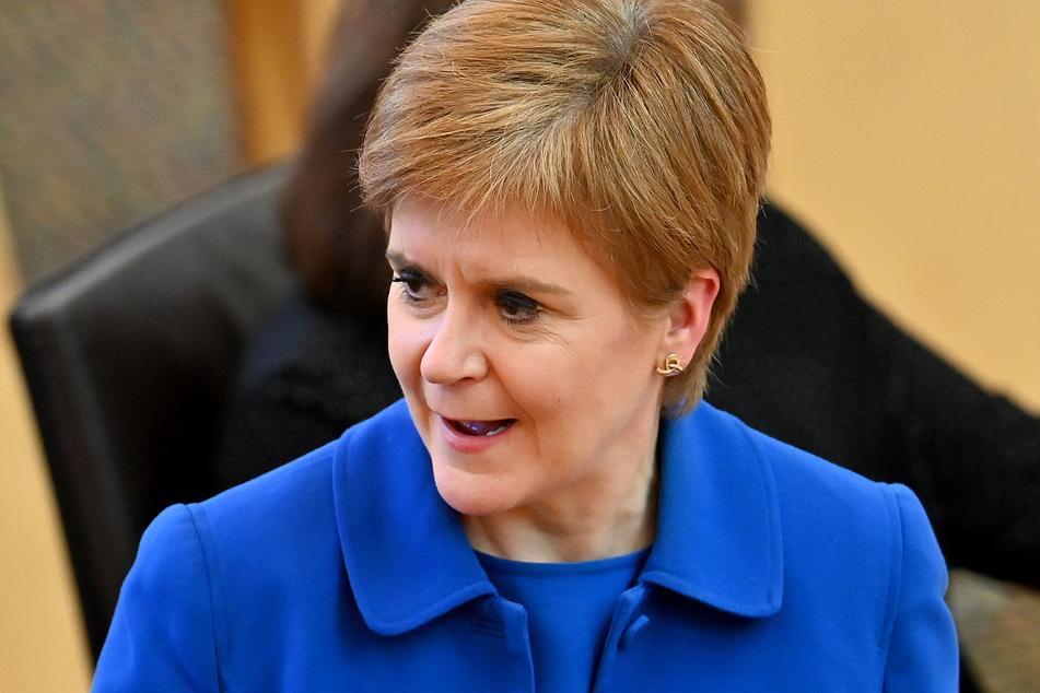 Regierungschefin Nicola Sturgeon hat gute Nachrichten für das schottische Volk.