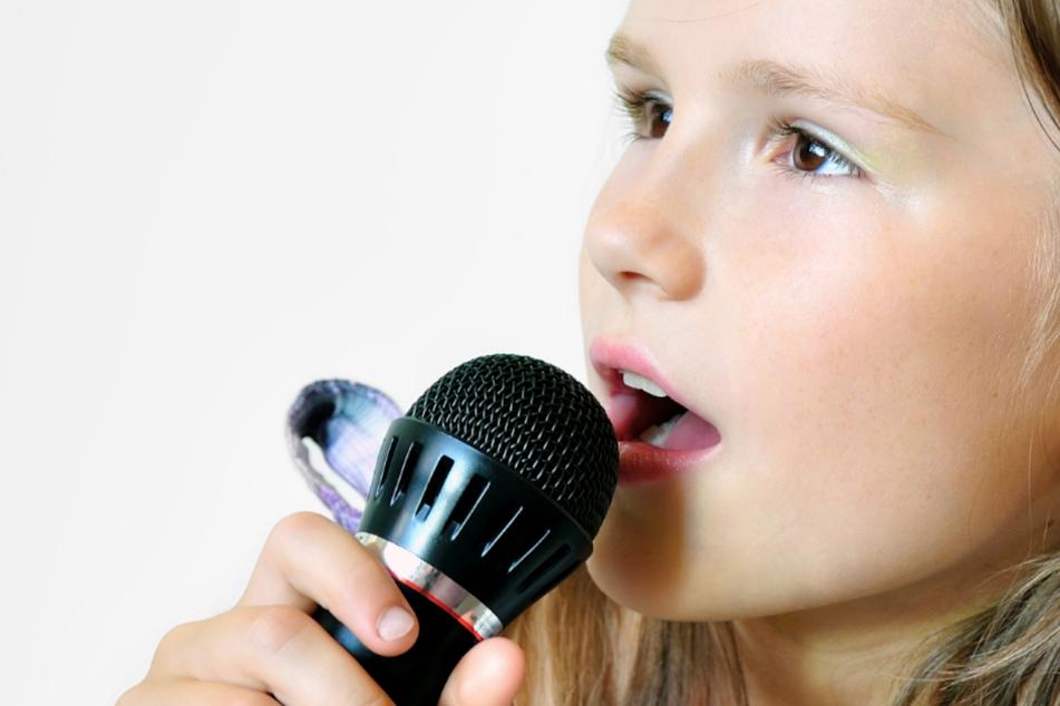 Bei den Kindern wurden Emissionsstärken unter anderem bei Ruheatmung, Sprechen, Singen und Rufen bestimmt und mit den Werten von 15 Erwachsenen verglichen (Symbolbild).