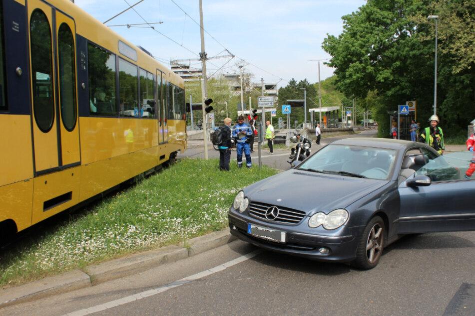 Ein Blick auf den Mercedes am Unfallort.