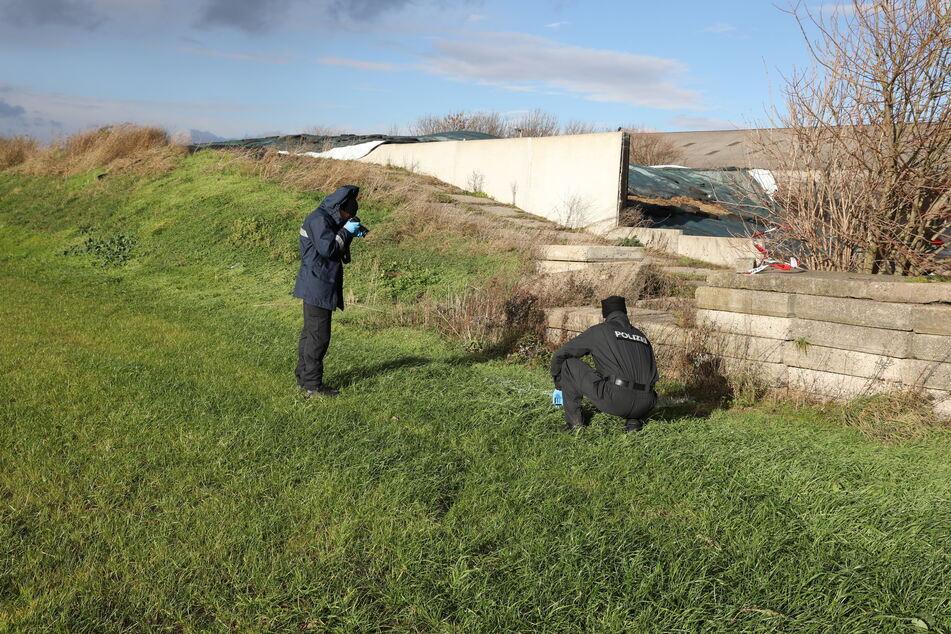 Polizisten sicherten damals zahlreiche Spuren am Fundort.