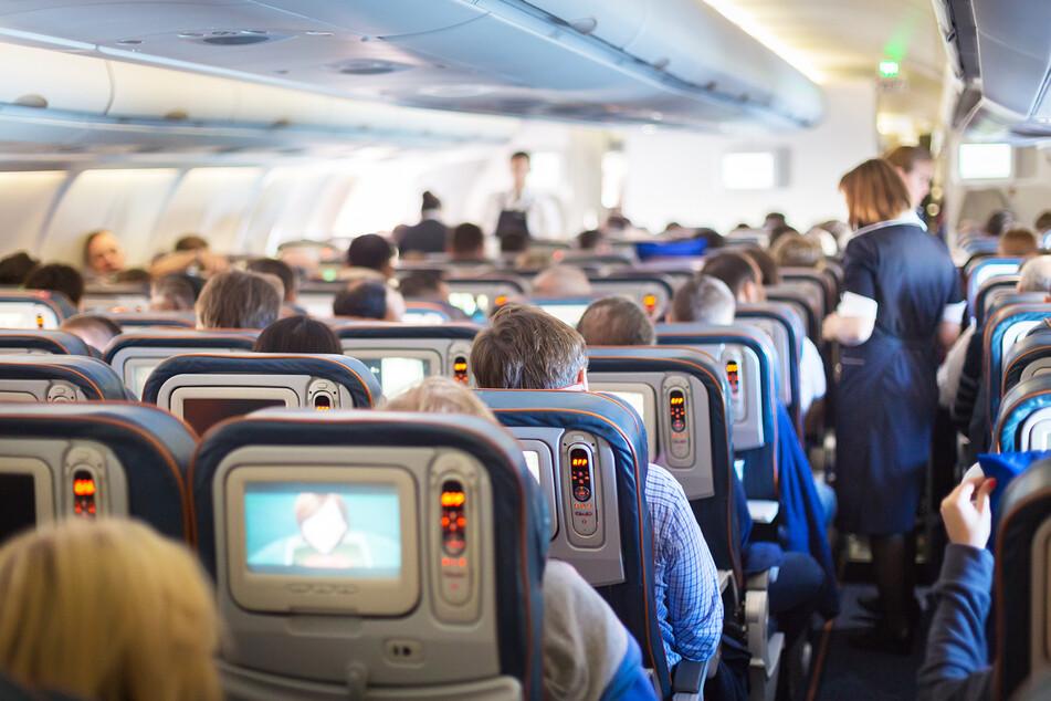 Einfach ins Flugzeug steigen geht in Zeiten von Corona nicht mehr: Viele Urlauber müssen sich nun intensiv mit den Vorgaben in ihrem Reiseland beschäftigen.