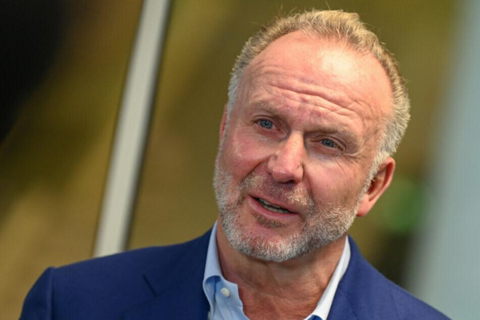 """FC Bayerns Vorstandschef Karl-Heinz Rummenigge (65) freute sich über die """"siebte Trophäe"""". (Archiv)"""