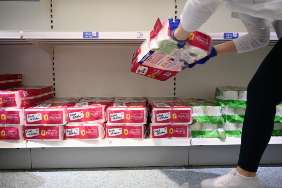 Wegen Toilettenpapier: Kundin ohrfeigt Verkäuferin