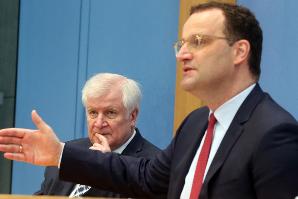 Bundesgesundheitsminister Jens Spahn (41, CDU, r.) und Innenminister Horst Seehofer (71, CSU) hielten am Donnerstag eine gemeinsame Pressekonferenz.