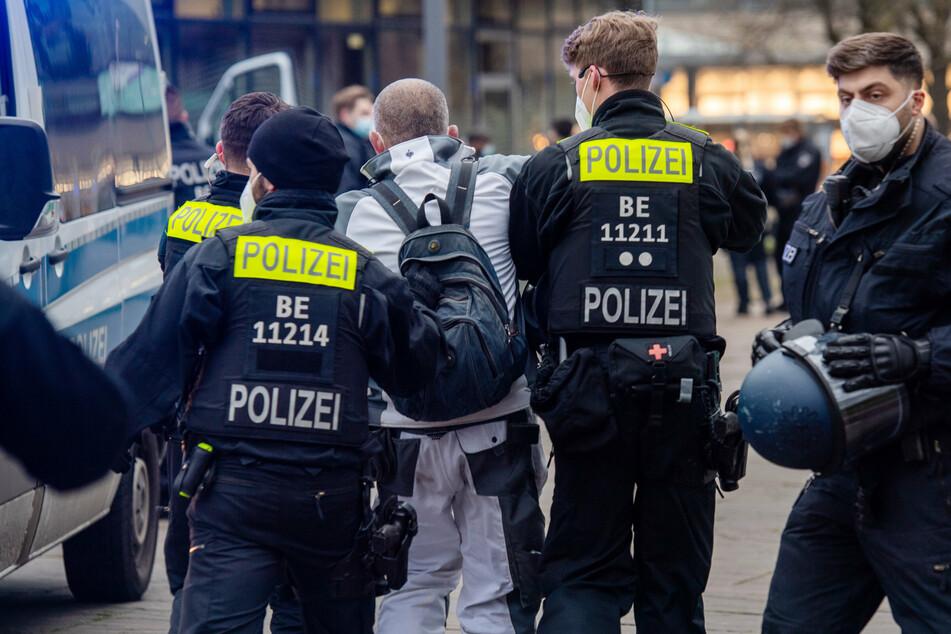 Corona-Demo in Berlin aus dem Ruder gelaufen: Rund 500 Polizisten im Einsatz