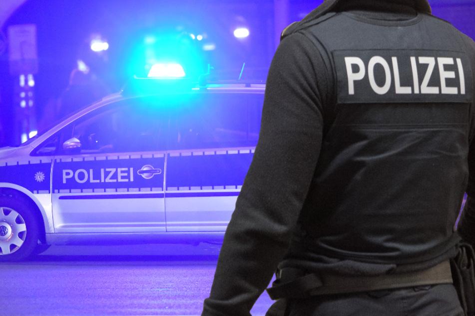 Die Polizei war schnell vor Ort, die Beamten sperrten den Tatort weiträumig ab. (Symbolbild)