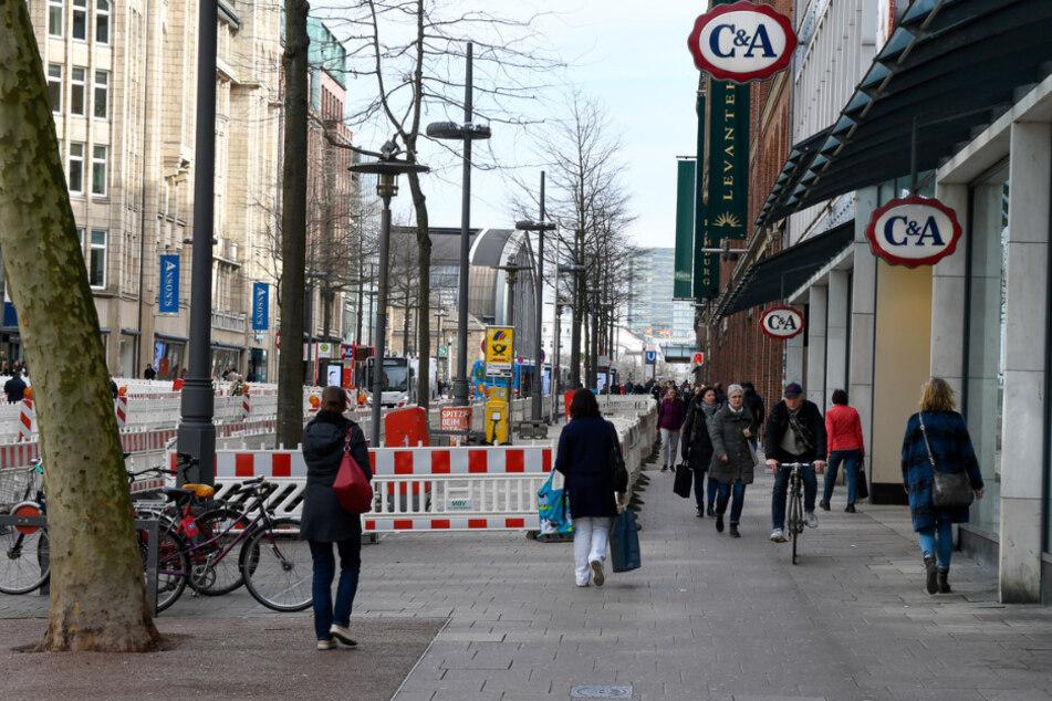 Die Hamburger Innenstadt ist nicht so leer, wie sie sein sollte.