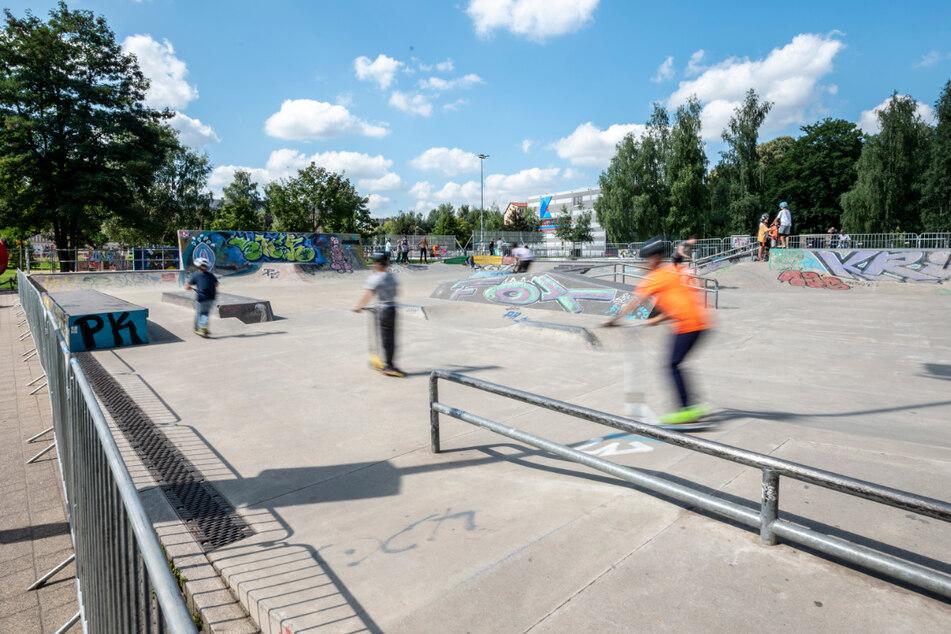 Wieder Zäune um den Konkordiapark! Aber keine Sorge: Das Skaten geht nicht nur weiter - es nimmt am Wochenende erst so richtig Fahrt auf.