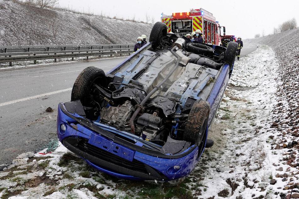 Unfall A72: Peugeot überschlägt sich auf A72: Fahrer verletzt