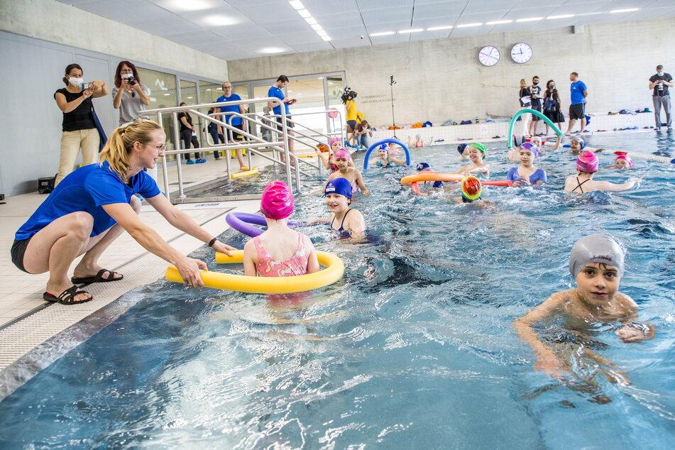 Dresden: Kinder sollen endlich wieder ihr Seepferdchen machen können!