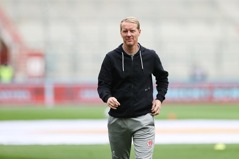 Coach Timo Schultz (44) hat aus dem FC St. Pauli eine Spitzenmannschaft geformt. Der Rückstand auf den Tabellenführer SSV Jahn Regensburg beträgt nur einen Punkt.