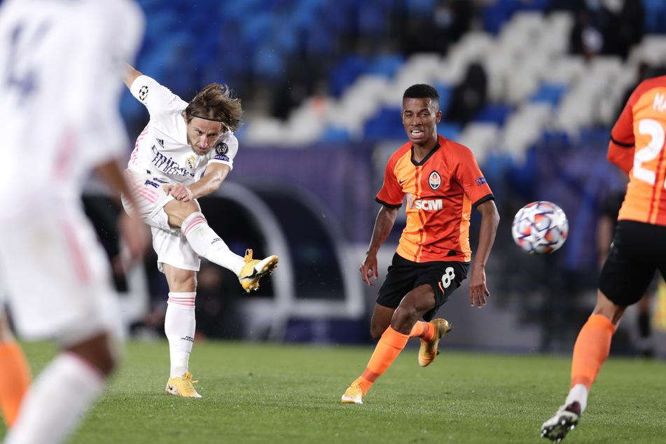 Luka Modric (34, 2.v.l.) leitete die Aufholjagd mit einem schönen Treffer ein.
