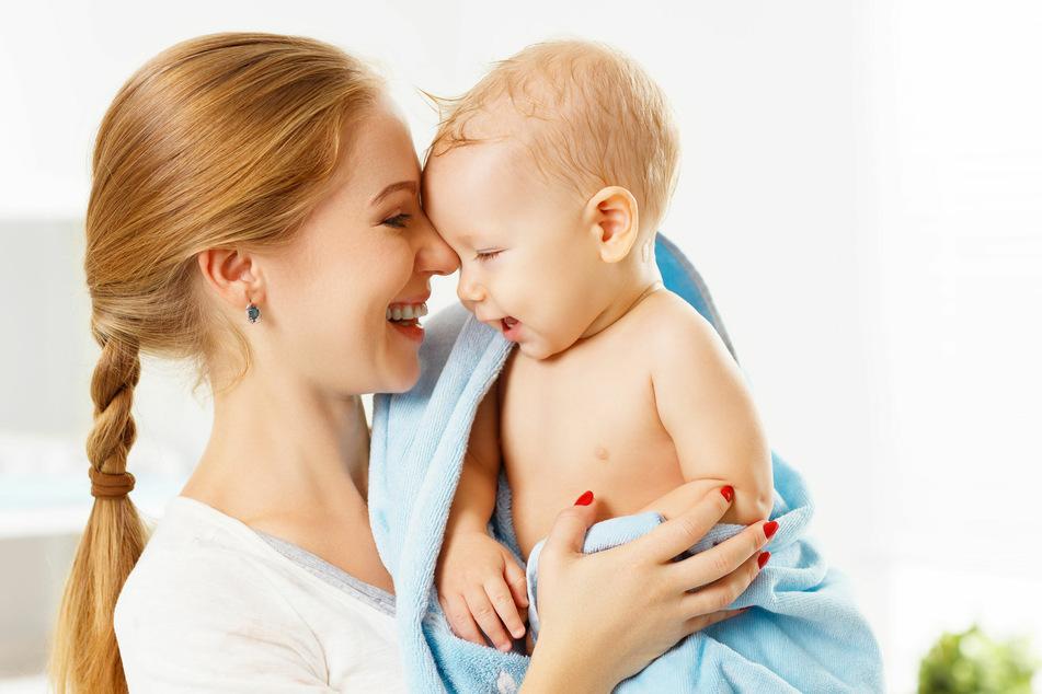 Mit kratzigen Handtüchern möchte man die zarte Babyhaut nicht abtrocknen. Mit allergenen Stoffen aus Weichspüler aber auch nicht.