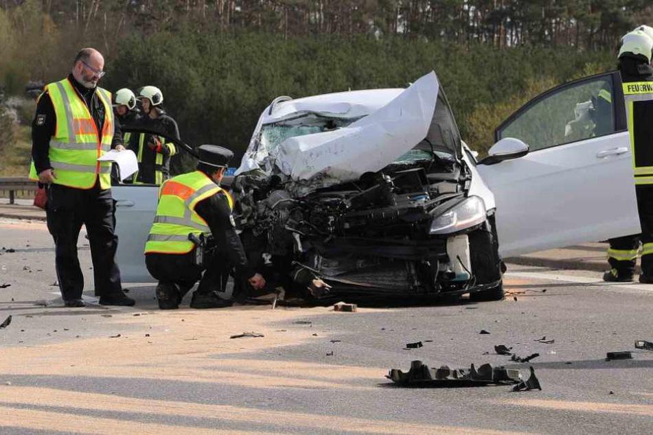 Schwerer Unfall auf der A20: Autofahrer übersieht Lkw