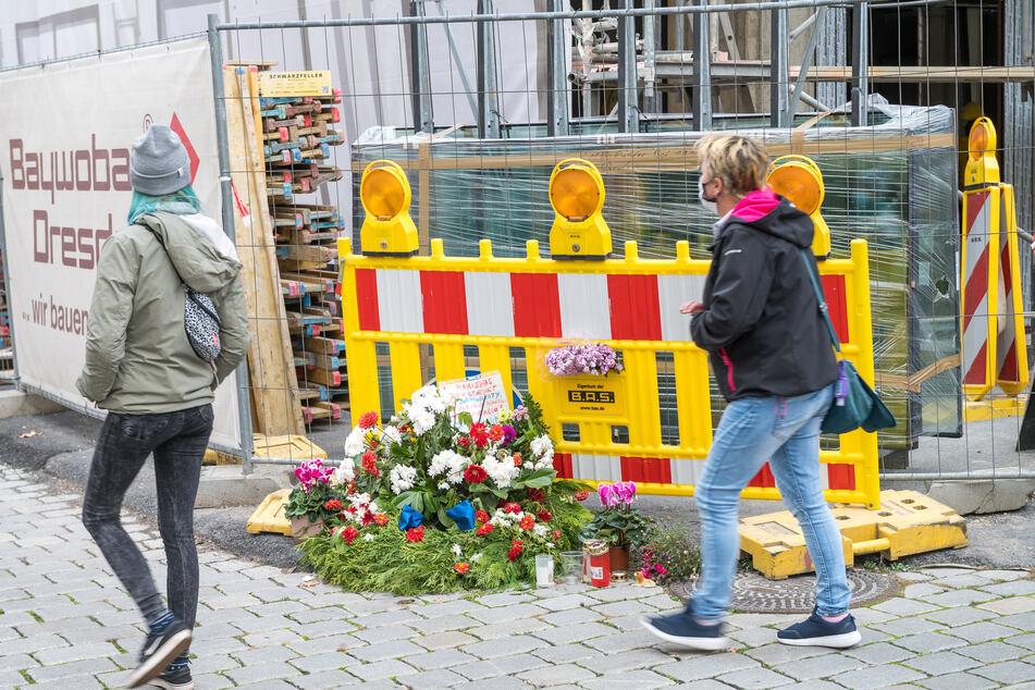 Am Tatort in der Dresdner Innenstadt lagen lange Zeit Blumen zum Gedenken an den ermordeten Touristen.