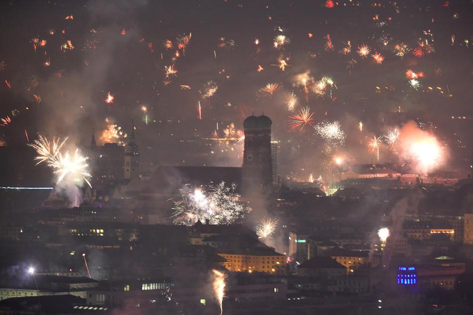 München: Fast vier Millionen Euro Schaden in einer Nacht: Sollte Feuerwerk verboten werden?