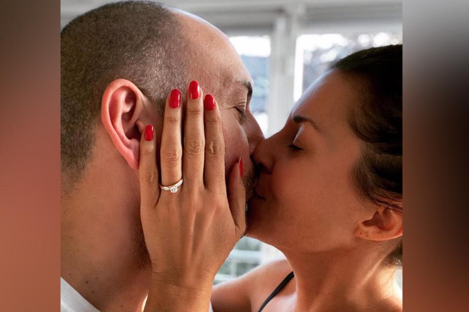 Vanessa Blumhagen (43) gibt ihre Verlobung auf Instagram bekannt.