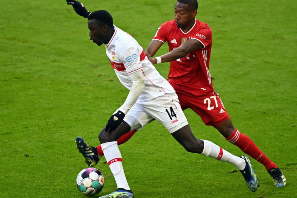 Im Zweikampf mit Bayerns David Alaba (28, r.) hatte sich VfB-Flügelspieler Silas Wamangituka (21) verletzt.