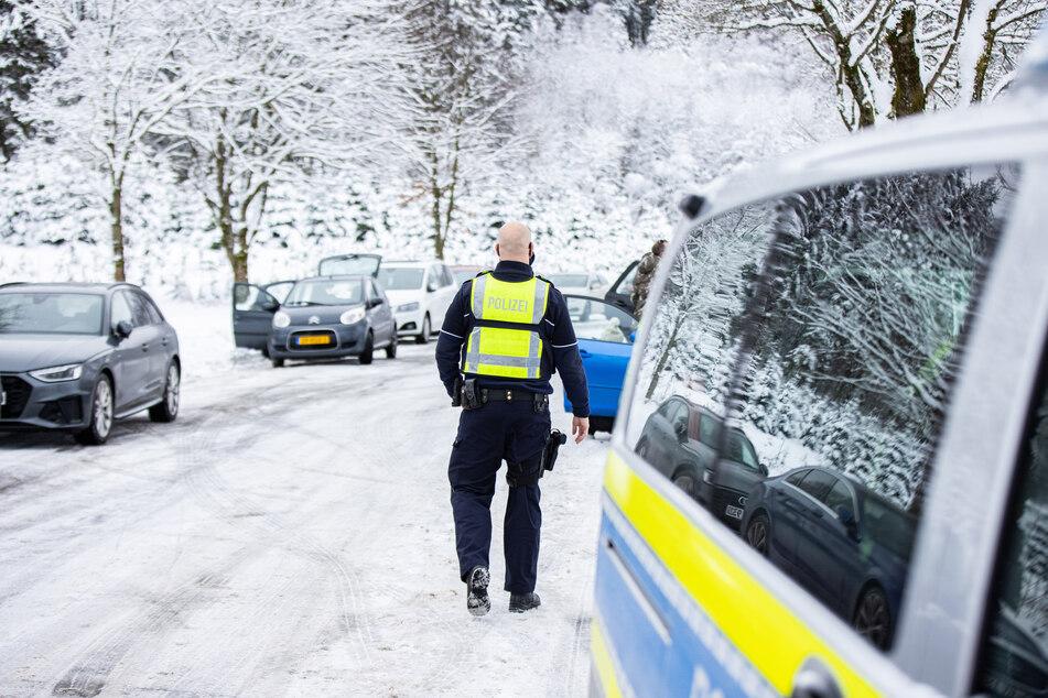 Der befürchtete Ansturm auf die Wintersportgebiete in Nordrhein-Westfalen ist am Samstag zunächst ausgeblieben.