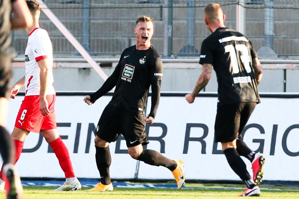 Marvin Pourie (2.v.r.) befindet sich momentan in blendender Verfassung. Der FCK-Stürmer traf in den vergangenen fünf Spielen satte vier Mal. (Archivbild)
