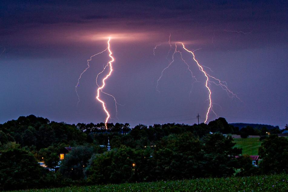 Am Abend sind auch in Sachsen Gewitter möglich. (Symbolbild)