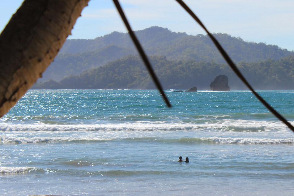 Boot kentert bei Gruppen-Selfie auf beliebter Urlaubsinsel: Sieben Menschen sterben