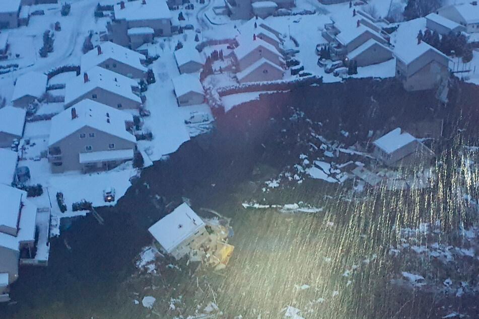 Nach großem Erdrutsch: Retter suchen verzweifelt nach Vermissten