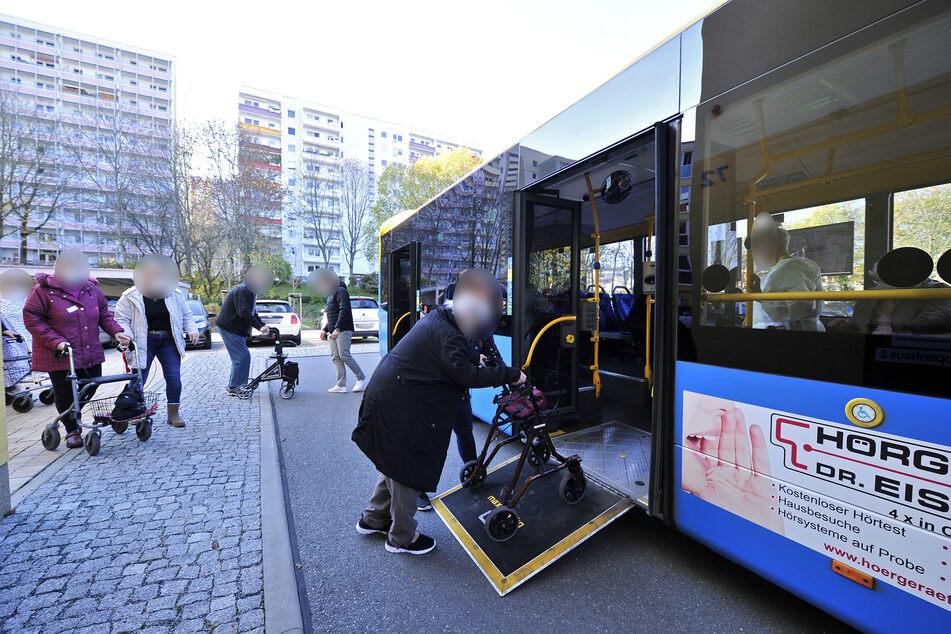 Die Bewohner wurden mit einem Bus nach Neukirchen gefahren.