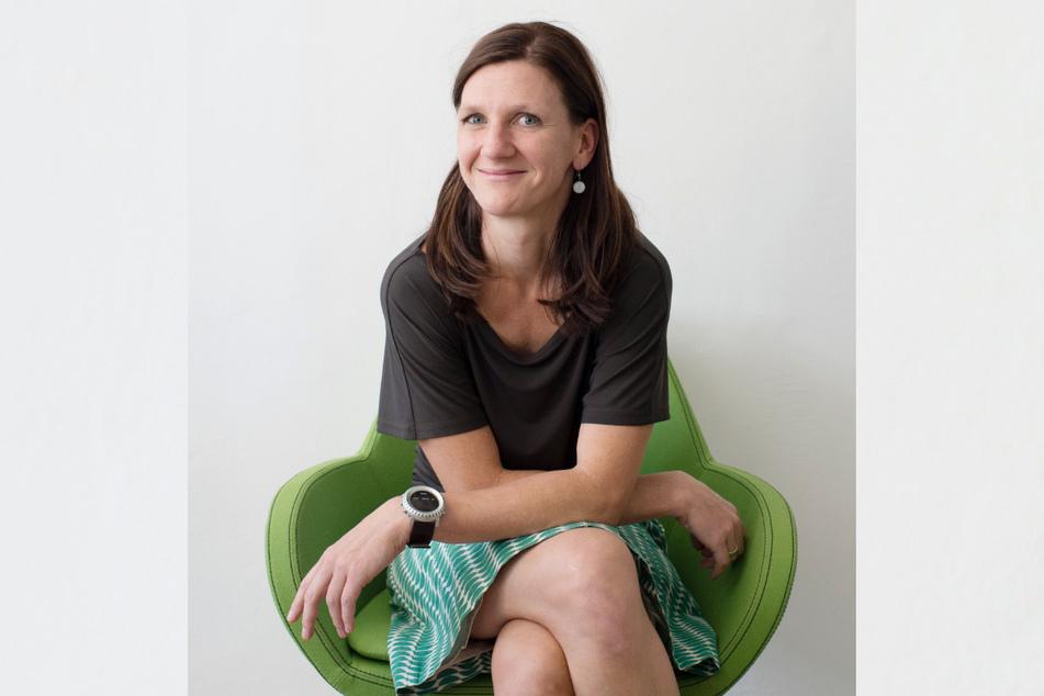 """""""Sehen hübsch aus"""": Für die EGZ-Tourismusverantwortliche Eva Wittig (44) könnten Hausboote zu einem entspannten Lebensgefühl in der Neißestadt beitragen."""
