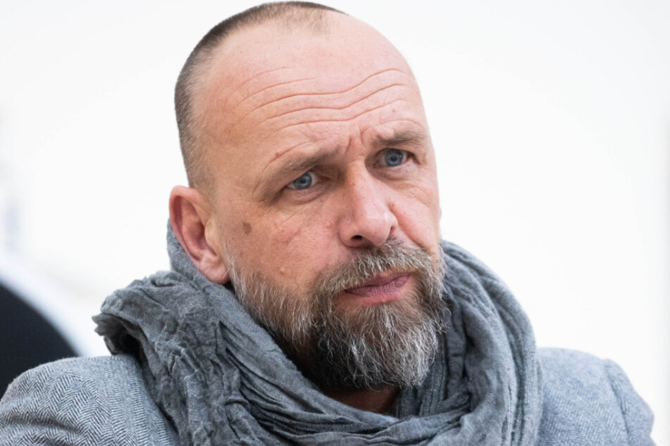 Ex-Coach Holger Stanislawski (50) fordert zu mehr Geduld auf.