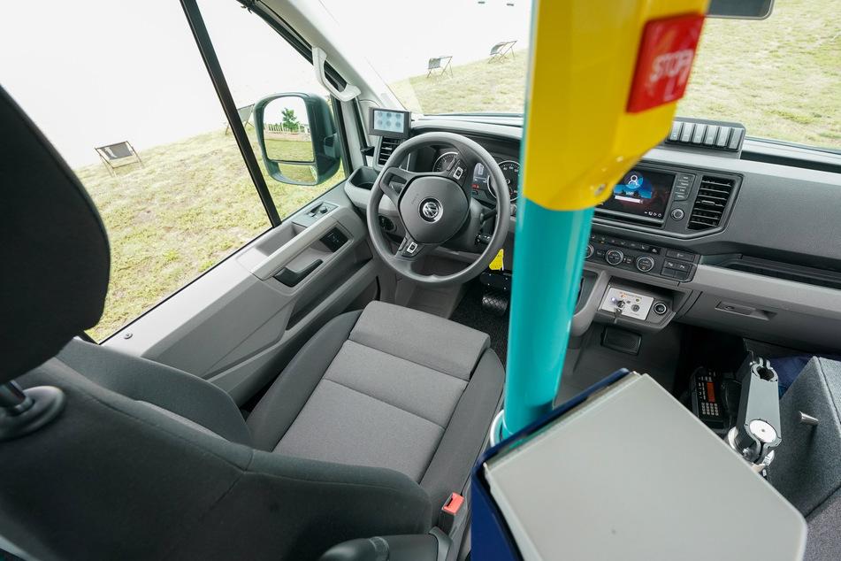 """Der fahrerlose Sitz des Bus-Shuttle """"FLASH"""". Fahrerloses Fahren im öffentlichen Verkehr wird ab sofort im Landkreis Nordsachsen erprobt."""