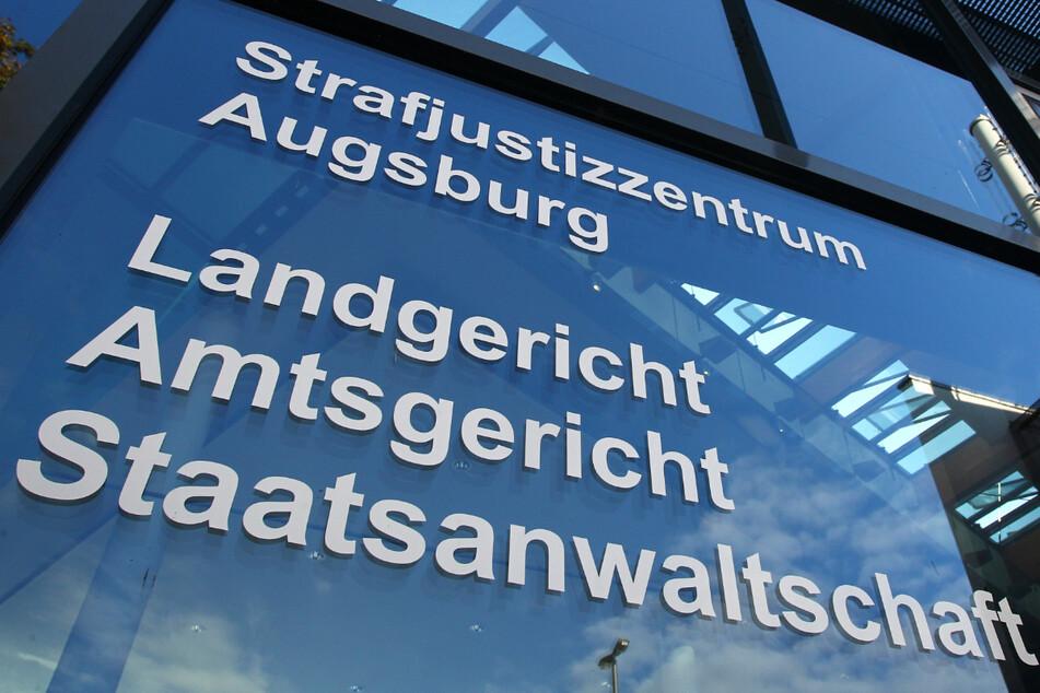 Das Strafjustizzentrum in Augsburg. Vor dem dortigen Amtsgericht muss sich der Freie-Wähler-Politiker Peter Hummel wegen mehrerer Straftaten, darunter Verleumdung und Beleidigung, verantworten.