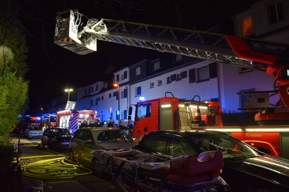 Auch eine Drehleiter kam bei dem Brand zum Einsatz.