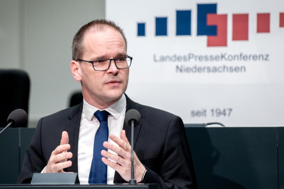 Niedersachsens Kultusminister Grant Hendrik Tonne (SPD) will die Abschlussprüfungen verschieben.
