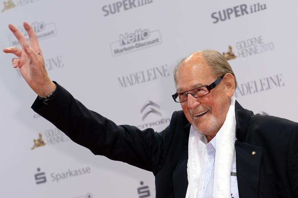 Herbert Köfer bekommt mit 99 Jahren zum zweiten Mal die Auszeichnung für sein Lebenswerk überreicht. (Archivbild)